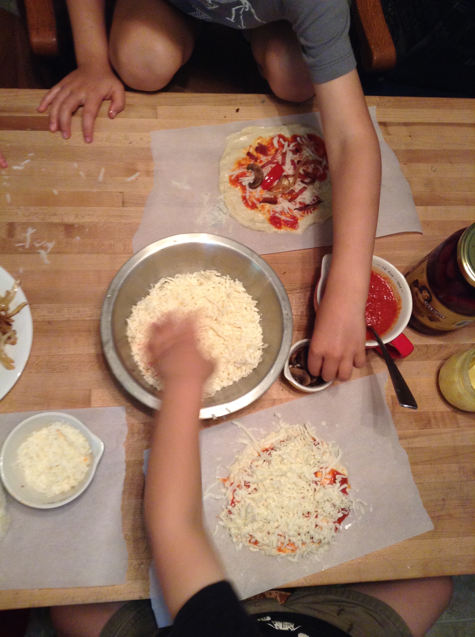 Making personal homemade pizzas is a great (and delicious) way to get kids involved in the kitchen! Check out these tips and a recipe for a no-fail dough.