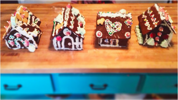 Host a gingerbread house party-- tips to make your party a success!