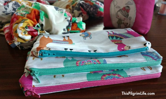 Video sewing tutorial for simple zipper pouches