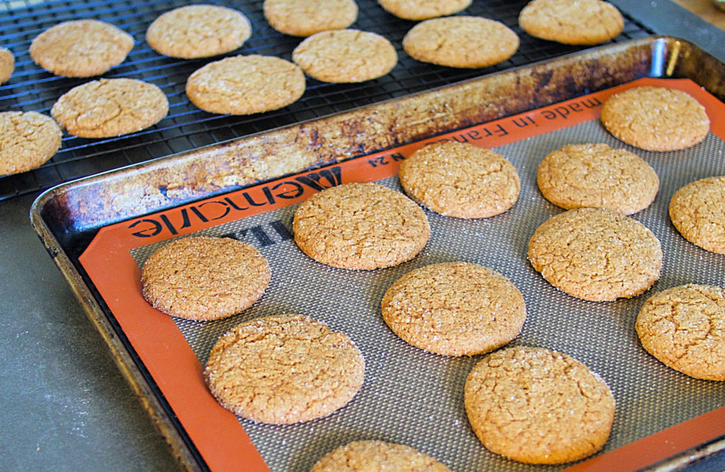 Delightfully soft and chewy gingersnap cookies, full of spice and (coconut) sugar and everything nice!